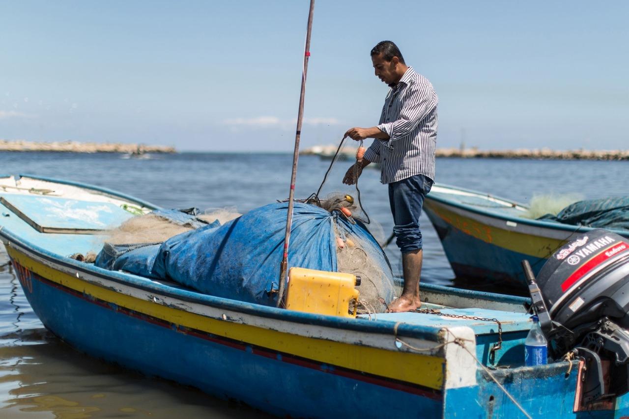 تلاعب إسرائيل بمساحات الصيد ..  محاولات للالتفاف على تفاهمات التهدئة