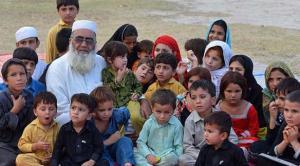"""باكستاني """"حزين"""" لأنه لم ينجب سوى 36 طفلاً من 3 زوجات"""