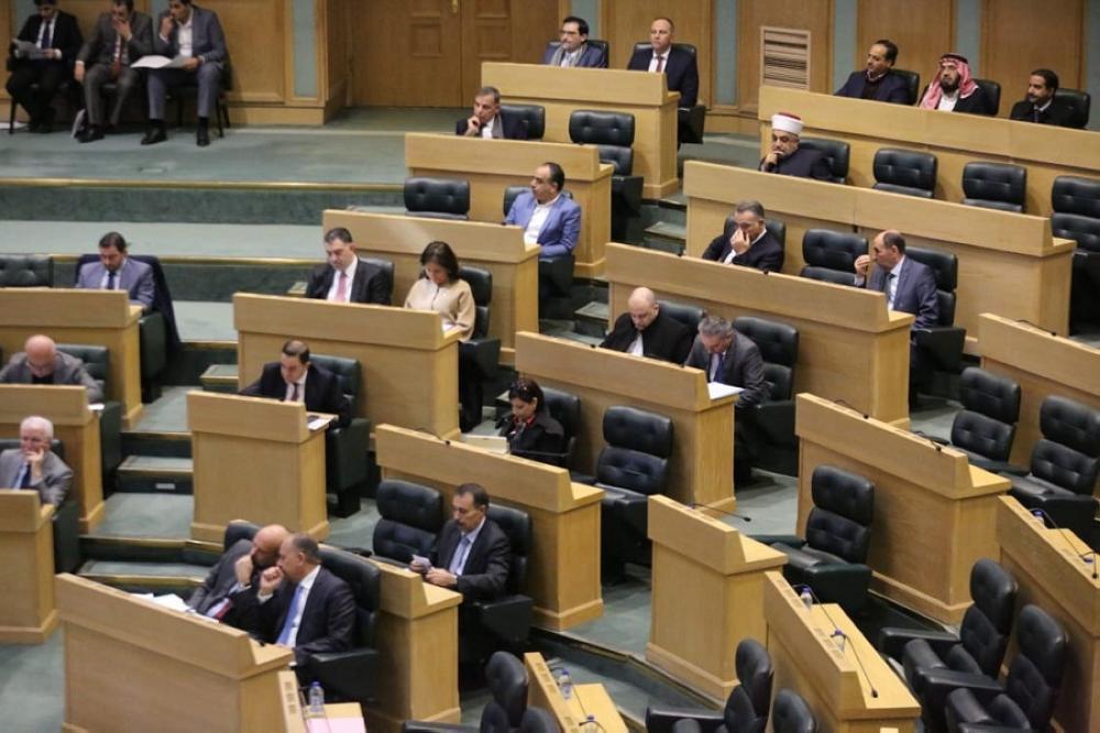 إدارية النواب تدعو لزيادة رواتب موظفي التقاعد المدني والضمان