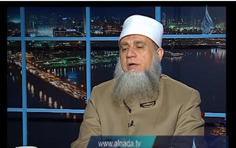 بالفيديو ..  ما حكم من يسمع القرآن الكريم أثناء النوم؟