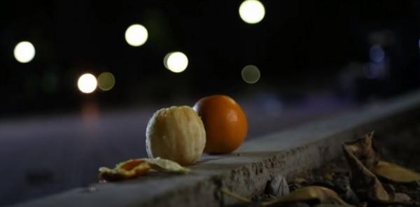 """فيديو """"برتقال"""" مخل بالآداب يثير سخرية نشطاء مواقع التواصل الاجتماعي"""