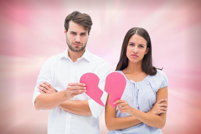 أطلب من زوجي مصروف لي فيرسل لي رسائل حب