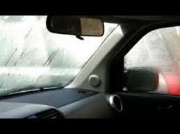 بالفيديو: اليكم طريقة بسيطة تخلص من مشكلة الضباب الداخلي على زجاج السيارة
