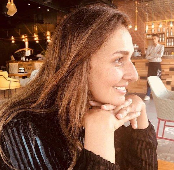 حلا شيحا تخرج عن صمتها وتعلق على نزع شهيرة و سهير رمزي للحجاب ..  هذا ما صدمها