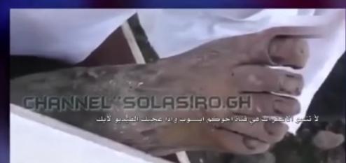 بالفيديو.. لحظة العثور على جثث جنود جزائريين دون تحللها كانوا قد تصدوا للاحتلال الفرنسي