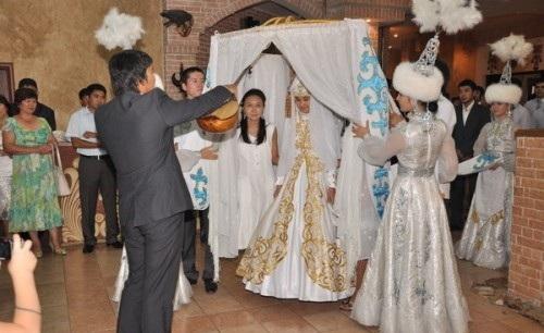 تقاليد البداوة تسيطر على الحياة الشعبية في كازاخستان