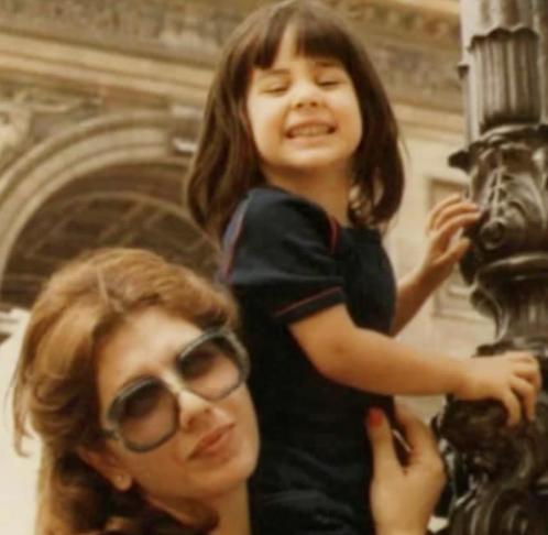"""الصديقة """"ديما الحجاوي"""" تُهنىء والدتها بعيد ميلادها: لا أجد توازني """"إلا بالاتكاء على كتفك"""""""