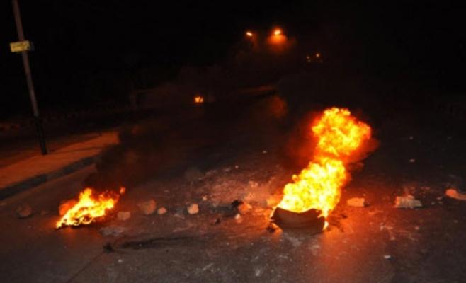 """الرصيفة : """"احداث"""" يُشعلون إطارات مشتعلة إحتجاجاً على """"المطبات"""""""