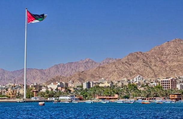 """مدير فندق حكومي بالعقبة يتحكم بـ""""رقاب الموظفين"""" و يُطفش مئات الأردنيين"""