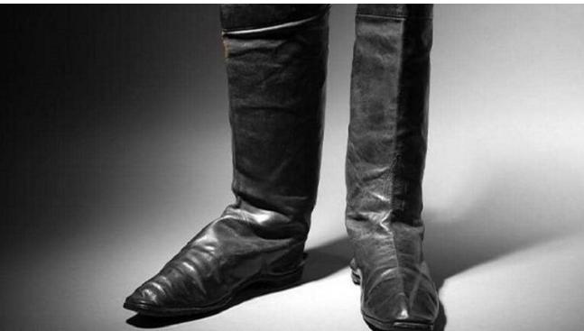 عرض حذاء نابليون للبيع في المزاد العلني بقيمة 80 الف يورو