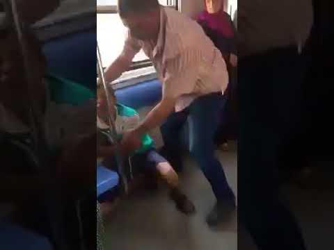 بالفيديو  ..  الشرطة المصریة تعتدي على طفل بالضرب