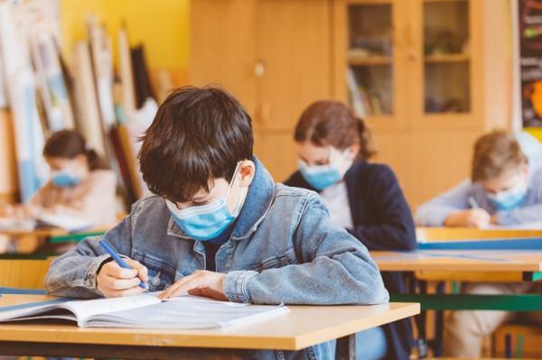 ما أهم توصية للتقليل من انتشار فيروس (كورونا) بالمدارس ؟