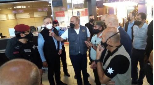 تفاصيل زيارة رئيس الوزراء المفاجئة إلى مطار الملكة علياء