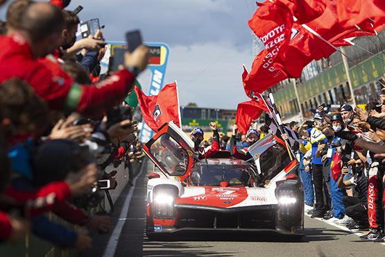 تويوتا تصنع التاريخ وتفوز بسباق (لومان 24 ساعة) للمرة الرابعة على التوالي