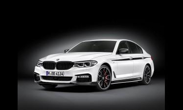 بالصور .. BMW تزيد الاثارة في الفئة الخامسة بباقة اكسسوارات M Performance