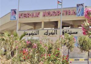 """موظف في بلدية الكرك بين الحياة و الموت لعدم وجود طبيب اخصائي """"اعصاب"""" بمستشفى الكرك الحكومي"""