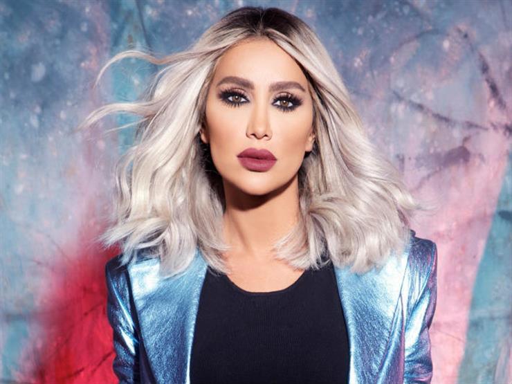 بالفيديو  ..  مايا دياب تظهر بالحجاب في بيروت