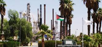 البتروكيماويات تطالب بحقوق عمالها في عيد العمال