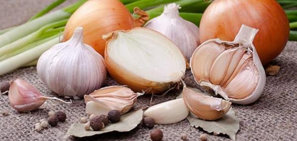ماذا يحدث لجسمك عند تناول البصل و الثوم ؟