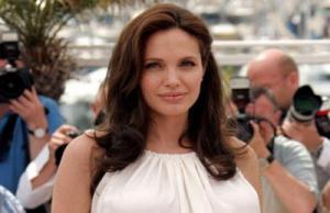 أنجلينا جولي: لا أريد أن أبدو شابة طوال العمر
