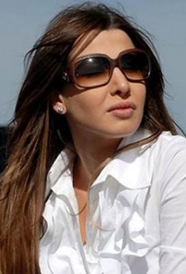 من الأجمل بين نجوم الفن بالنظارات الشمسية؟!