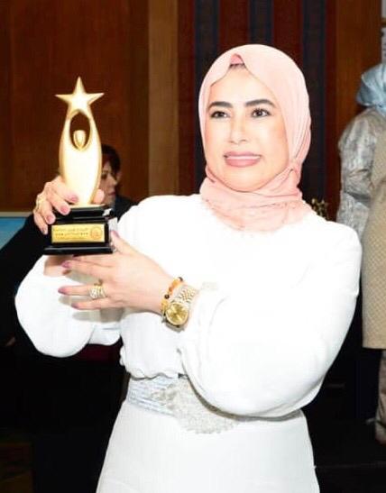 المحامية فيروز عبدالله تحصل على الوسام الذهبي للمرأة القيادية