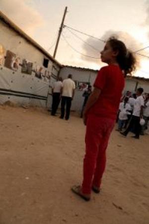 """أطفال غزة يوثقون بعدساتهم معاناة وأحلام أقرانهم سكان """"الكرفانات"""""""