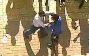 بعد أن رفض تلبية طلبه ..  طالب يعض زميله اثناء الامتحان