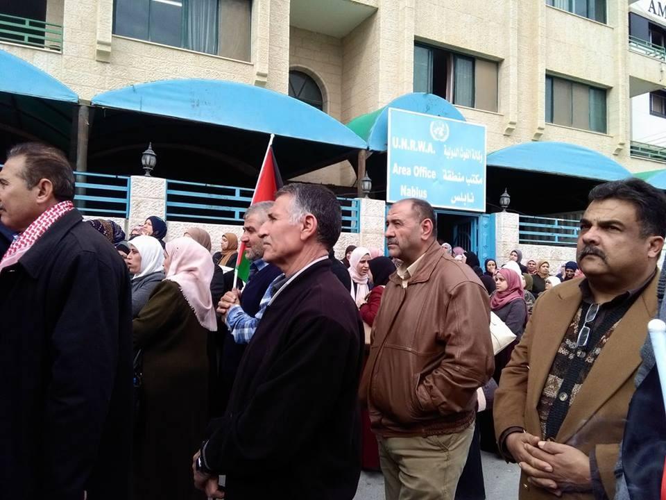 اعتصام لأصحاب البيوت المدمرة في الحرب الإسرائيلية على غزة أمام الأونروا