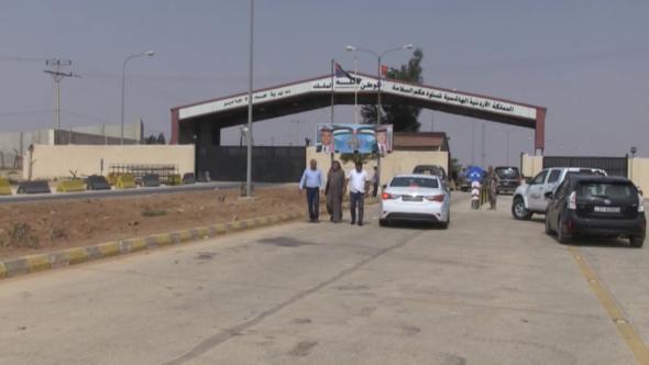 ارتفاع رسوم  البضائع يغلق 80 مكتب تخليص على حدود جابر