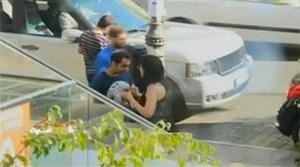 بالفيديو.. لبنانية تضرب زوجها في شارع الحمراء في بيروت