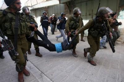 الاحتلال ينكّل بشاب خلال اعتقاله بمخيم بلاطة