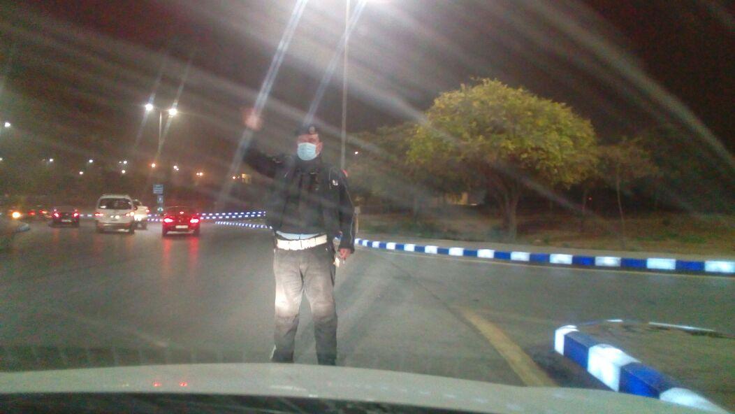الأمن يوزع 'الكمامات' على المواطنين والسائقين في عمان ..  صور