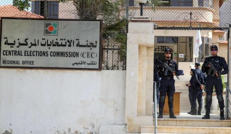 """مصير الانتخابات الفلسطينية يتحدد الخميس و اقتراحات التأجيل تشمل تشكيل """"حكومة وحدة وطنية"""""""