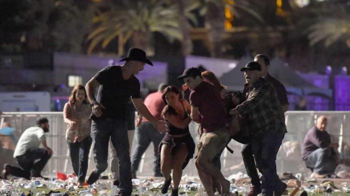 بالفيديو والصور ..  لحظة اطلاق نار في حفل موسيقي وسقوط قتلى وجرحى بولاية لاس فيغاس الامريكية