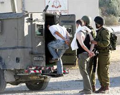 قوات الاحتلال تعتقل 10 فلسطينيين في الضفة