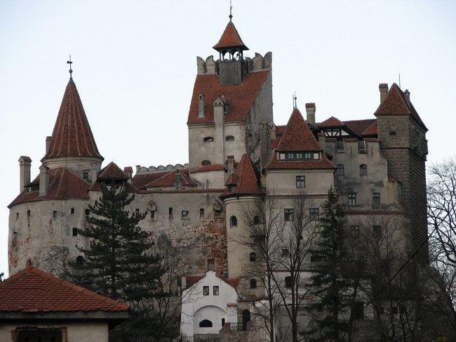 قلعة دراكولا في رومانيا ..  جمال ملكي بين أنياب دراكولا .. صور