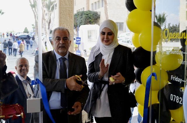 """افتتاح محل هدايا"""" Souvenir shop""""  في جامعة عمان الاهلية"""