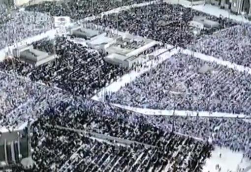 ملايين المسلمين يؤدون صلاة عيد الفطر المبارك في مكة (فيديو)