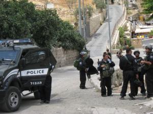 القدس : القبض على شخص ارتكب السرقة لشراء المخدرات