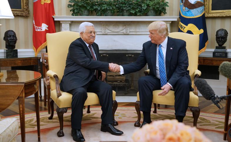 ترمب عرض على عباس (5) مليارات دولار مقابل هذا الشيء  ..  تفاصيل