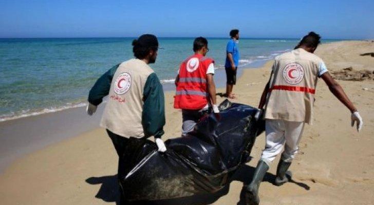 انتشال جثث 3 مهاجرين عقب غرق قارب قبالة السواحل الليبية