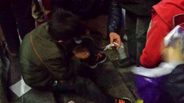 بالصور.. مدير مطعم تركى يضرب طفلاً سوريا لتناوله بقايا طعام زبائن