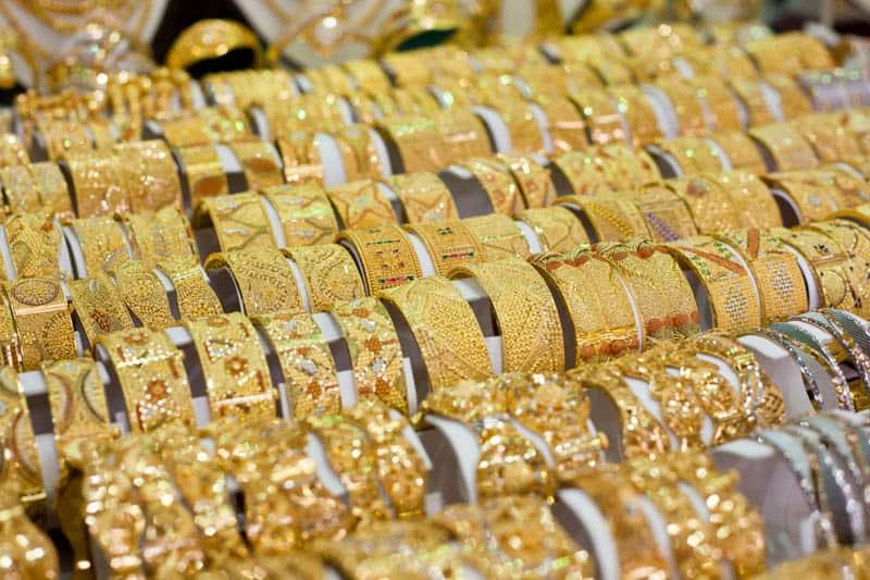 الذهب يصعد مع طغيان مخاوف كورونا على آمال تعافي الاقتصاد