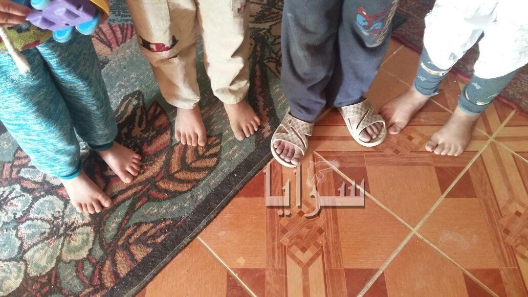 امام وزير التربية : بالصور ..  4 اطفال لا يذهبون لمدرستهم لعدم قدرتهم على شراء الاحذية  .. هل تتدخل