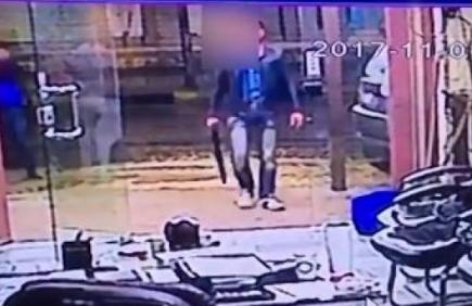 القبض على صاحب اسبقيات طلب من عمال مطعم دفع آتاوات تحت تهديد السلاح في البلقاء