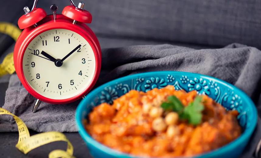 دراسة: الأكل مرة باليوم يحسن الصحة
