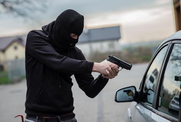 سرقة ملايين من سيارة نقل أموال بعد اختطاف ابنة سائقها