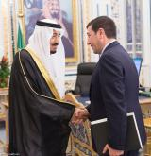 """""""عوض الله """" يعود للأضواء مبعوثاً من الملك للعاهل السعودي .. صور"""
