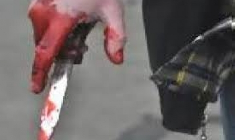 عامل يطعن سائقا بمطواة لمعاكسة شقيقته